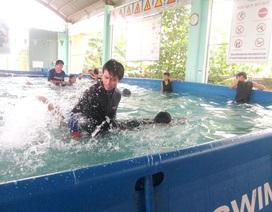 Quảng Nam: Học sinh vùng lũ được dạy bơi miễn phí