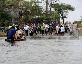 Vẫn còn gần 1.500 học sinh chưa được đến trường do mưa lũ