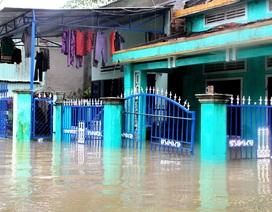 Mưa lớn cộng thủy điện xả lũ, nhiều nơi ngập sâu