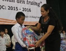 Trao hàng trăm phần quà đến học sinh nghèo trước thềm năm học mới