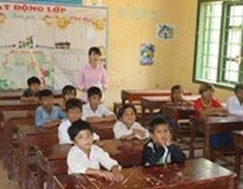 Trèo đèo, lội suối vận động học sinh đến lớp