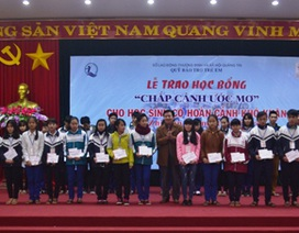 """Quảng Trị: Trao hơn 900 suất học bổng """"Chắp cánh ước mơ"""" cho học sinh nghèo vượt khó"""