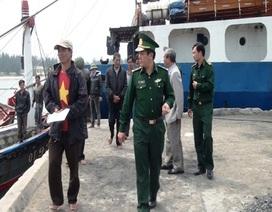 Đưa 5 ngư dân trên tàu gặp nạn vào bờ an toàn
