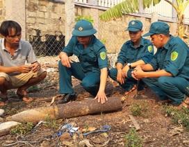 Đầu đạn pháo bất ngờ rơi xuống vườn nhà dân