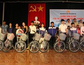 Quảng Trị: Trao 40 xe đạp cùng 300 cặp sách cho học sinh miền núi trước ngày tựu trường
