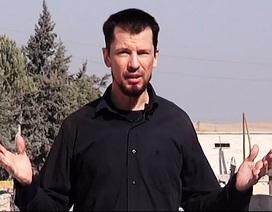 """IS dùng con tin Anh làm """"phóng viên"""" tại điểm nóng chiến sự"""