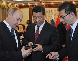 """Tổng thống Nga tặng Chủ tịch Trung Quốc điện thoại """"độc"""""""