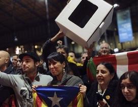"""Tây Ban Nha: 80% người dân Catalonia  nói """"có"""" với độc lập"""