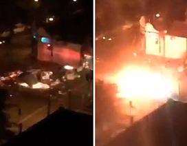 Kinh hoàng cảnh trực thăng phát nổ giữa phố