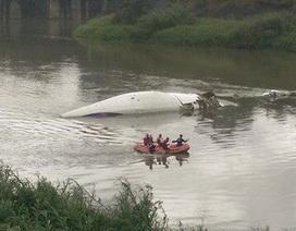 Máy bay Đài Loan chở hơn 50 người rơi xuống sông