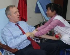 Tân Đại sứ Mỹ hiến máu góp quà Tết cho cộng đồng