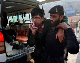Taliban tấn công trường học ở Pakistan, thảm sát 130 người