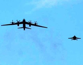 """Anh điều chiến đấu cơ """"xua"""" máy bay ném bom của Nga"""
