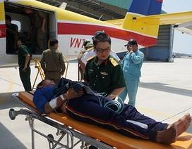 Điều thủy phi cơ ra Trường Sa cấp cứu bệnh nhân đau tim