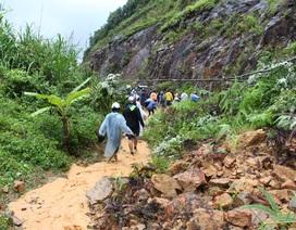 Đường Nha Trang - Đà Lạt tê liệt vì sạt lở núi nghiêm trọng