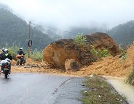 Đá rơi, núi lở… trên tuyến đường Nha Trang - Đà Lạt