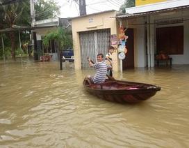 Lũ lớn nhất trong 5 năm qua, dân Nha Trang chèo thuyền trên phố