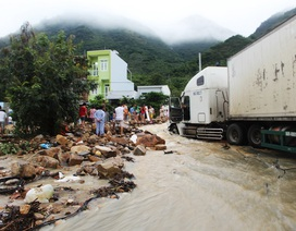 Nha Trang ngập lụt khắp nơi, nhiều nơi tan hoang sau lũ quét