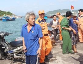 Cứu 12 ngư dân Bình Định bị nạn thoát khỏi bão Nock-ten