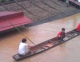 Thanh Hóa: Nhà dân chìm trong nước lũ