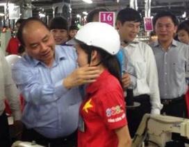 Thanh Hóa: Tặng 2.000 mũ bảo hiểm cho người lao động