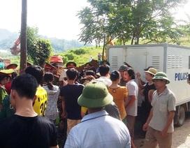 Hàng trăm người tập trung ngăn cản phá bỏ đường dân sinh