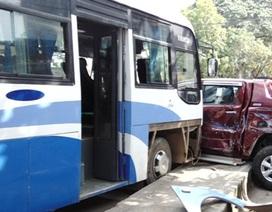 Tai nạn giao thông liên hoàn, hàng chục hành khách hoảng loạn