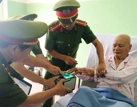 Công an đến tận giường bệnh cấp thẻ căn cước cho công dân