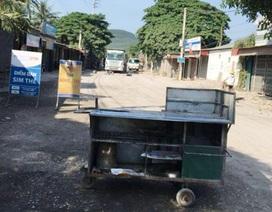 Dân mang vật dụng ra chặn xe tải vì đường quá bụi bặm