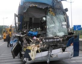 Xe giường nằm tông xe đầu kéo, hàng chục hành khách hoảng loạn