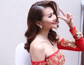 Thanh Hằng khoe trọn vai trần với áo dài Tết cách điệu