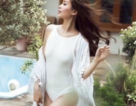 """""""Bà bầu"""" Diễm Trang tự tin khoe dáng với đồ bơi"""