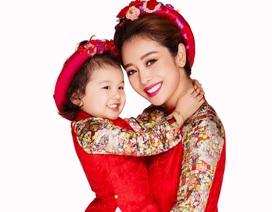 Jennifer Phạm chụp ảnh kỉ niệm cùng con gái trước khi dưỡng thai
