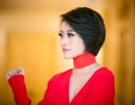 """Phí Linh: MC gây """"bão"""" khi làm… người mẫu chính"""