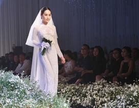 Dàn người đẹp thanh lịch với áo dài cưới tinh khôi