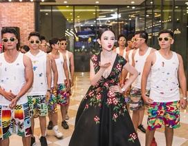 """Angela Phương Trinh mang trang sức 2 tỷ đồng, """"náo động"""" với 10 vệ sĩ"""