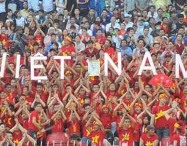 """Hơn 50.000 khán giả """"biến"""" sân vận động Cần Thơ thành """"chào lửa"""""""