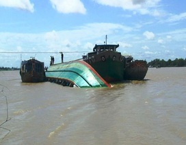 Sà lan chở 1.300 tấn hàng chìm trên sông, thiệt hại trên 4 tỷ đồng