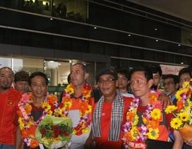 U19 Việt Nam về nước trong vòng tay người hâm mộ