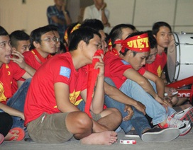 CĐV Việt Nam không giấu được nước mắt khi U23 Việt Nam bại trận