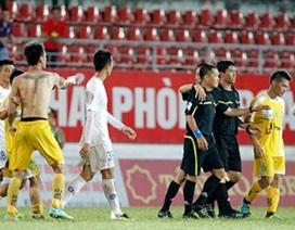 Bóng đá Việt Nam: Càng sửa càng rối