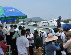 Hàng ngàn du khách kẹt lại Phú Quốc do thời tiết xấu