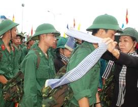 Hàng trăm thanh niên hăng hái lên đường nhập ngũ