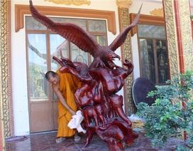Ngôi chùa trăm tuổi có hàng chục tác phẩm bằng rễ cây độc đáo