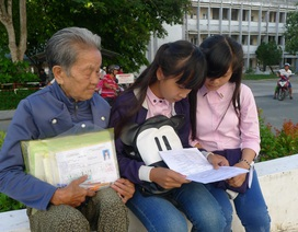 Cụ bà 79 tuổi thức dậy từ 3 giờ sáng lo cho cháu đi thi
