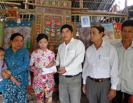 Trao hơn 71 triệu đồng đến chị Phan Hồng Cẩm bị u xơ