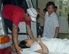 Hai mẹ con bỏng vùng mặt cổ vì bị tạt a xít