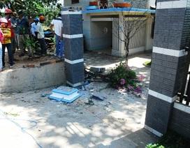 Đôi nam nữ tử vong sau khi lao xe vào cổng nhà dân