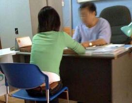 Quặn lòng nữ sinh ngồi đọc truyện tranh, chơi điện tử chờ… bỏ thai