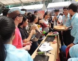 Hàng ngàn học sinh tham gia tìm hiểu nghề nghiệp